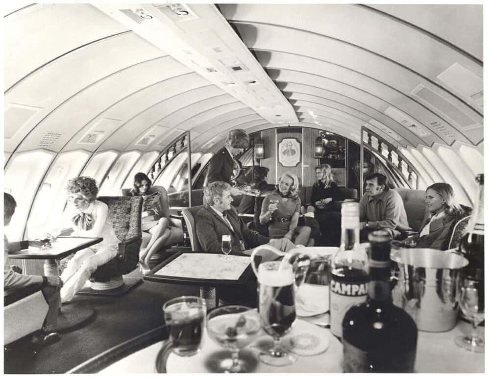 Qantas lounge on the 747