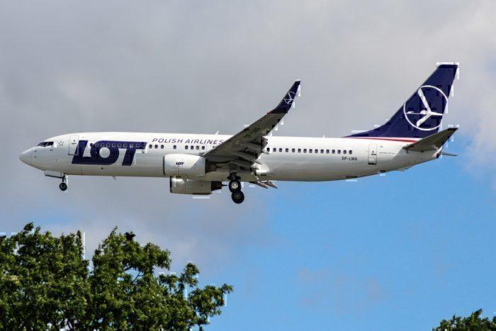 LOT Polish 737-800