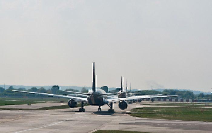 Aircraft runway queue
