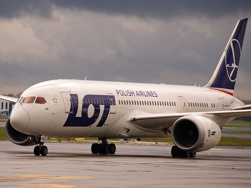 LOT Polish Airlines In Talks With Boeing Over Temporary 787 Freighter Conversion
