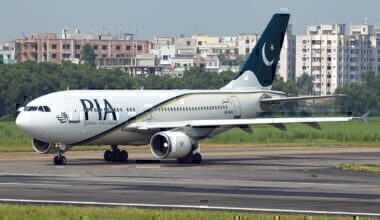 AP-BGO_Airbus_A310-324(ET)_PIA_Pakistan_International_Airlines_Lining_Up_For_Take_Off_(8306327808)