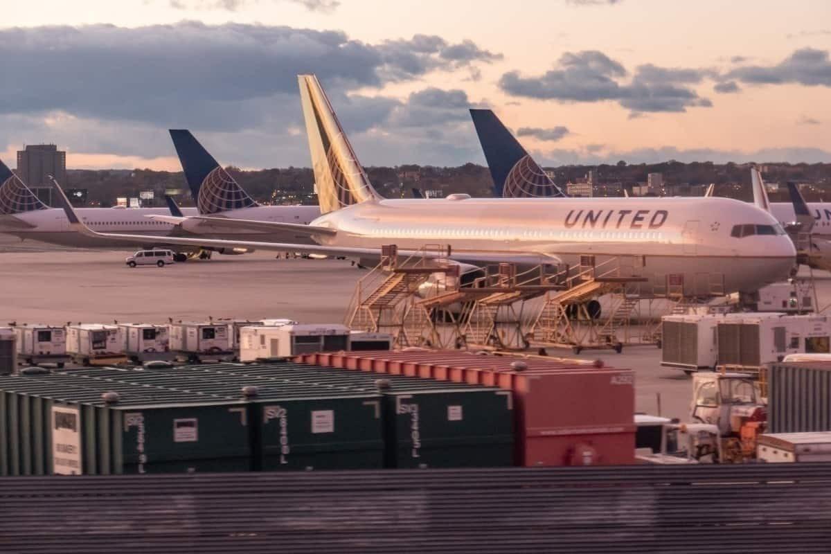 United 767 sunset