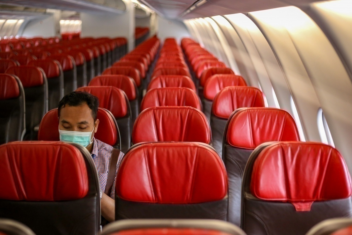 mask on empty flight