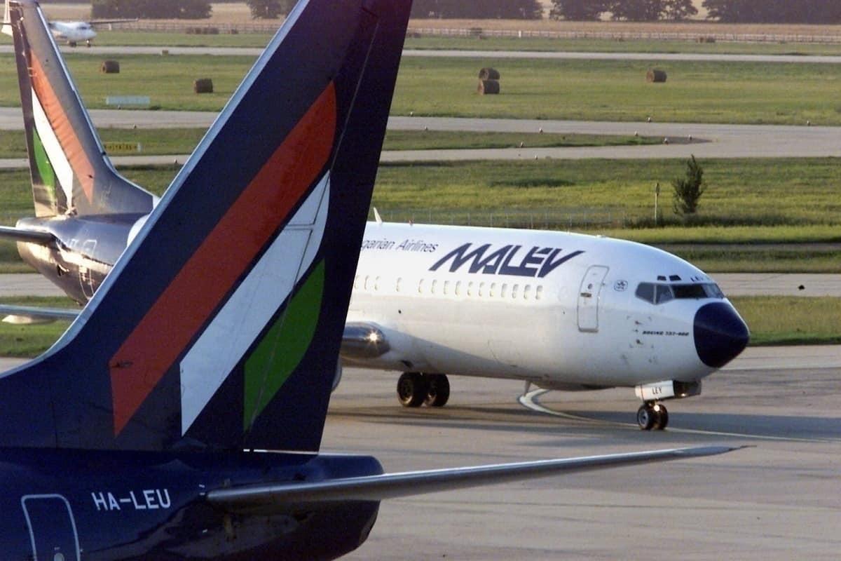 Malev 737