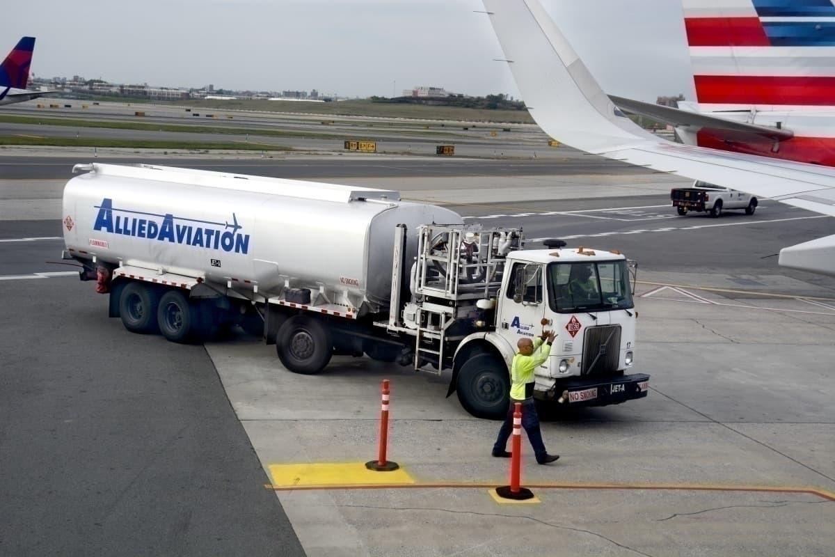 Jet fuel tanker