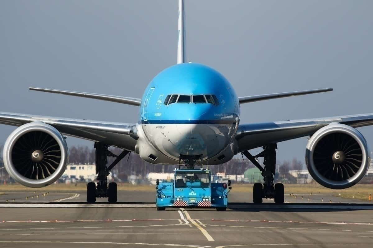head-on KLM aircraft