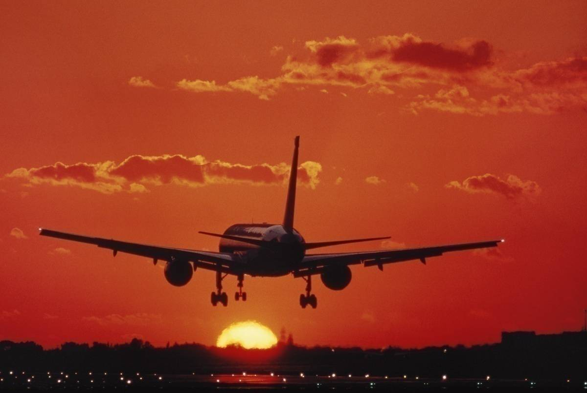 757 landing into the sunset