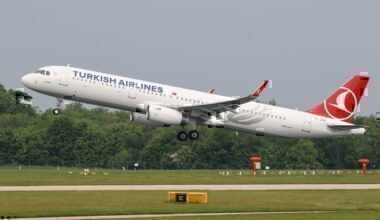 Turkish_Airlines_Airbus_A321_TC-JTH_(26716697834)