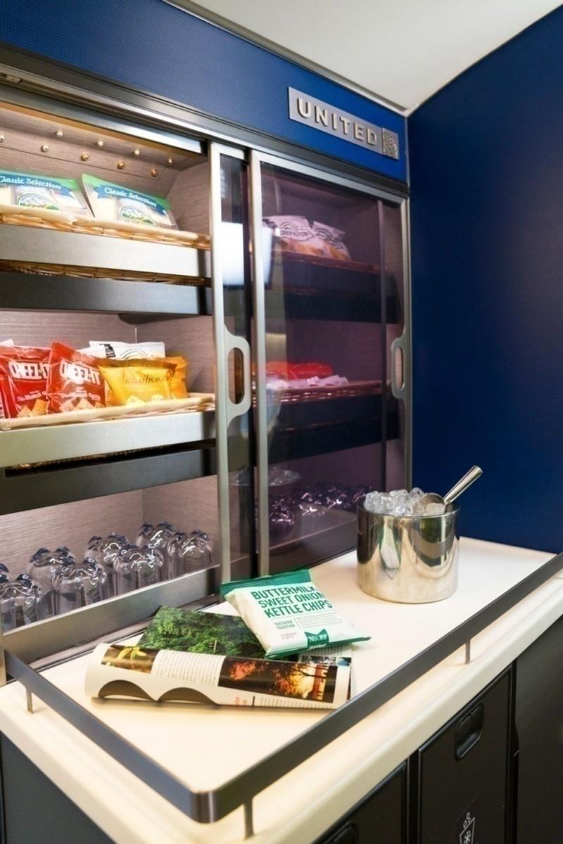 CRJ550 self serve snack bar