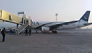 1280px-Pakistan_International_Airlines_PIA_Airbus_A320_Faisalabad_Airport