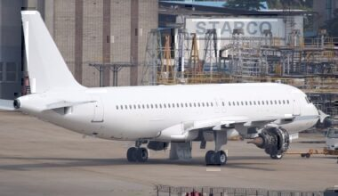 1280px-Unmarked_Airbus_A320_All_White_Colours_(12177980934)