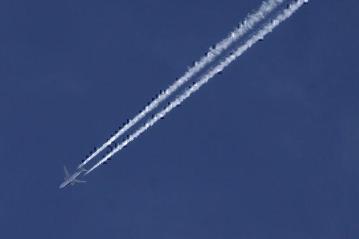 Condor 767-300 contrails
