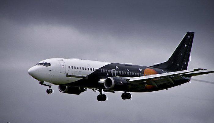 800px-Titan_Airways_Boeing_737-300