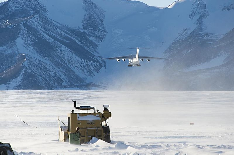 Inside The World Of Antarctic Blue Ice Runways - Simple Flying