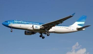 Aerolíneas Argentinas Airbus 330-200 landing at Roe Getty