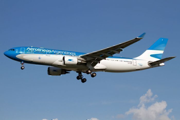 Aerolíneas Argentinas Airbus 330-200 landing at Roe Getty