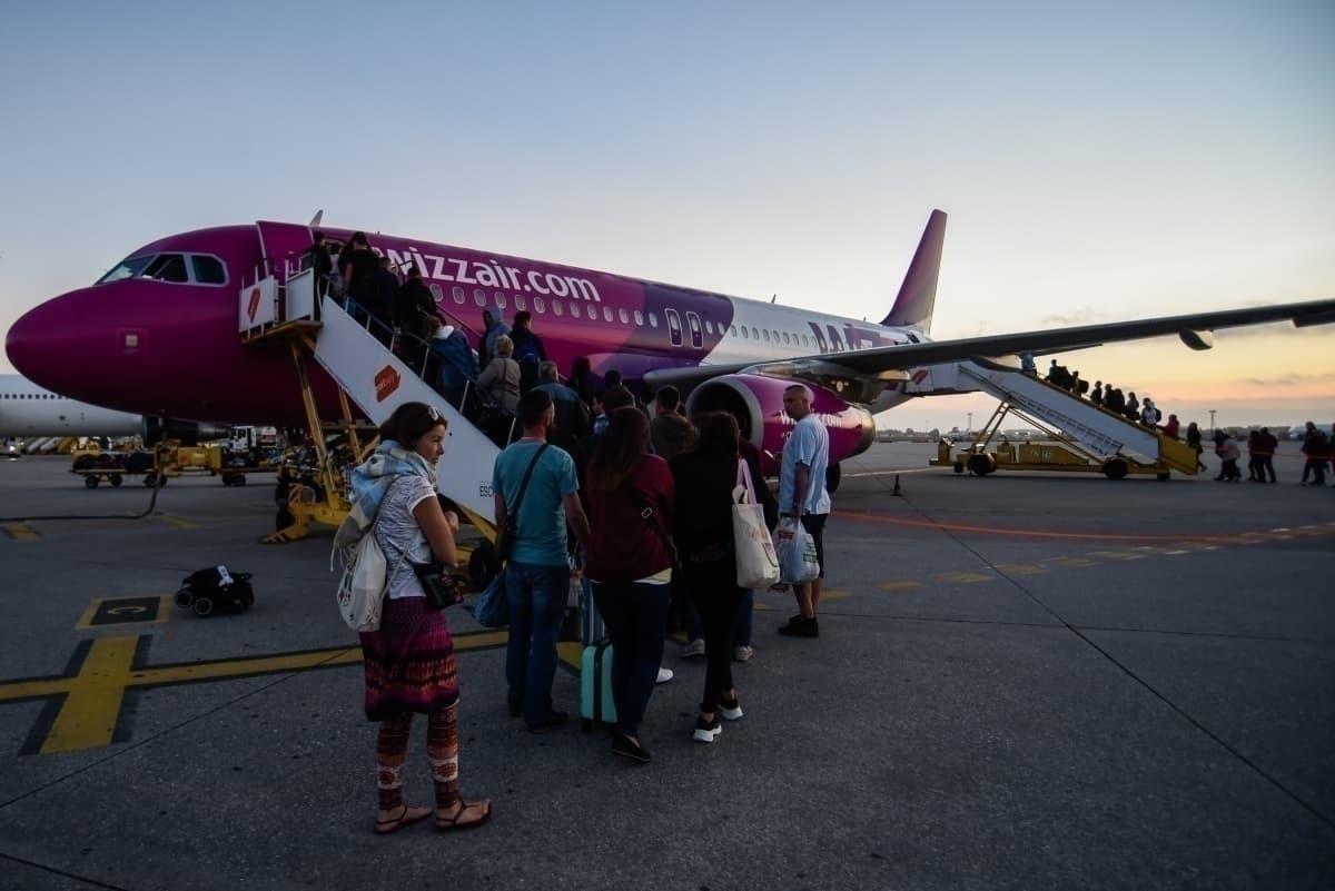 Wizz Air passenger queue