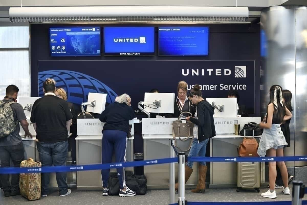 United Airlines check-in desk
