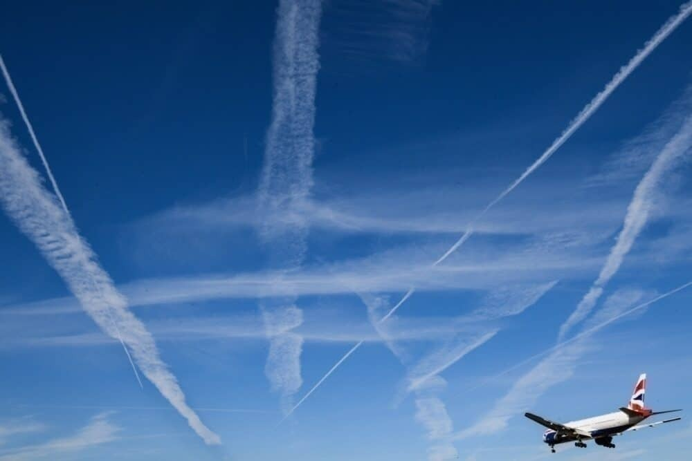BA flies with contrails