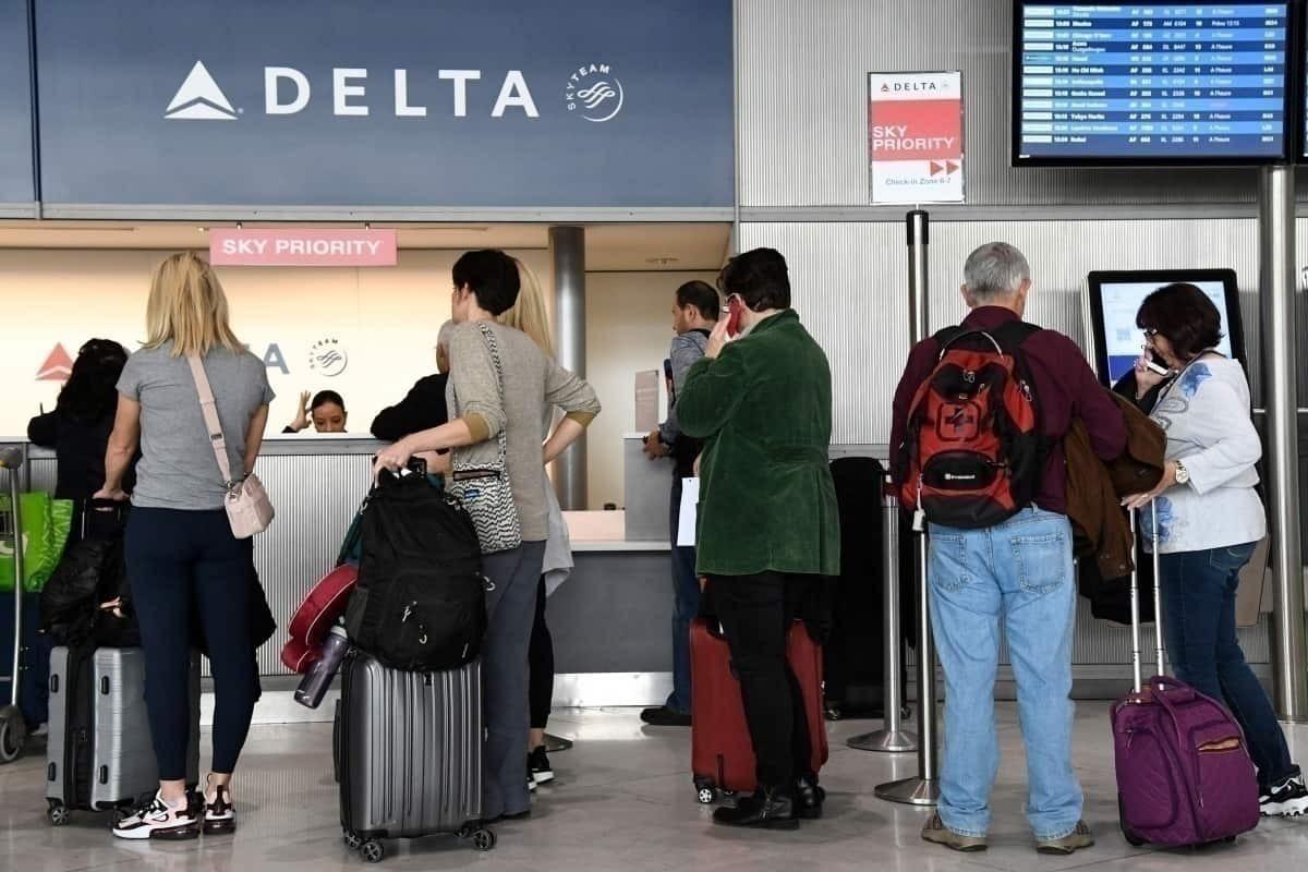 Delta Air Lines desk at CDG