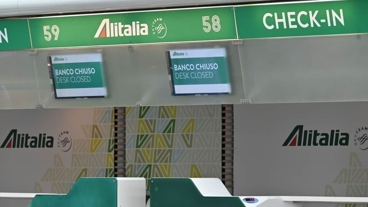 Alitalia check-in desk