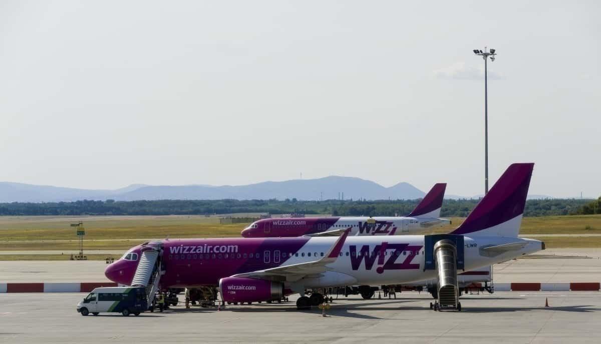 2 Wizz Air jets boarding