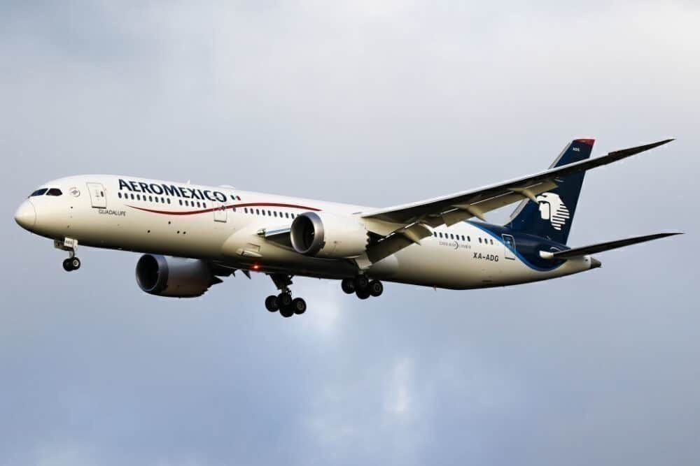 AeroMexico Boeing 787 GettyDreamliner aircraft on final approach