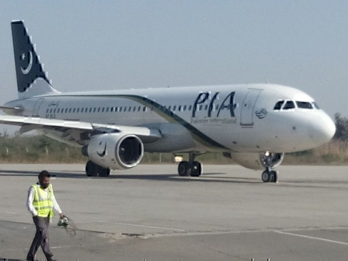 PIA Airbus A320 Gear Fails To Retract After Takeoff From Dubai