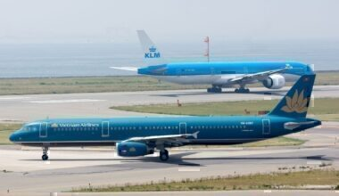 Vietnam_Airlines,_A321-200,_VN-A357_(17567748590)