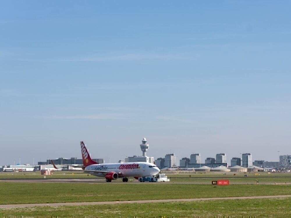 Corendon aircraft pulled by new hybrid taxibot