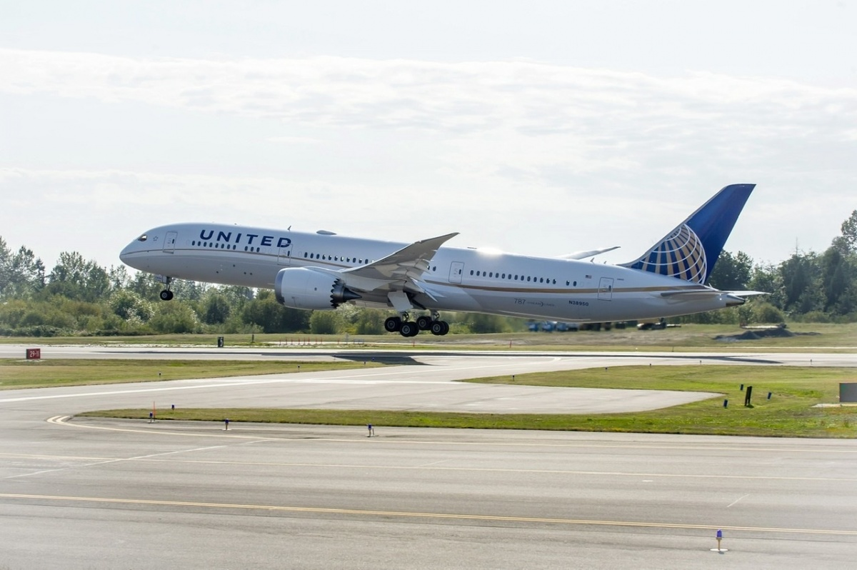 United Airlines Distributes Food From Cargo Facilities