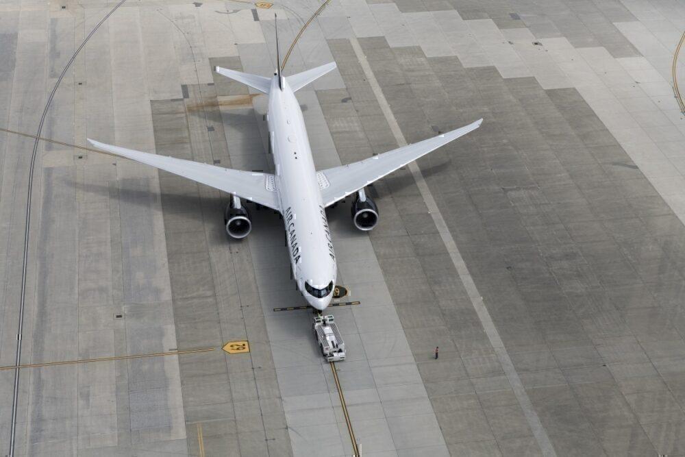 777-300ER canada