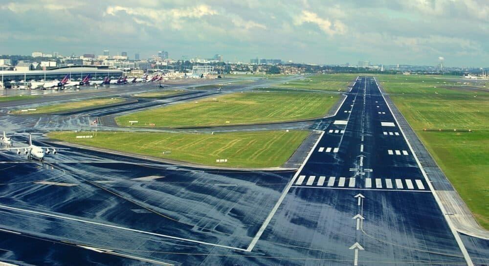 Brussels Airport Runway grass