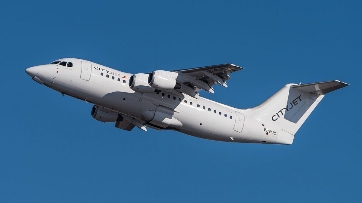 CityJet_British_Aerospace_Avro_146-RJ85_EI-RJC_MUC_2015_01_crop