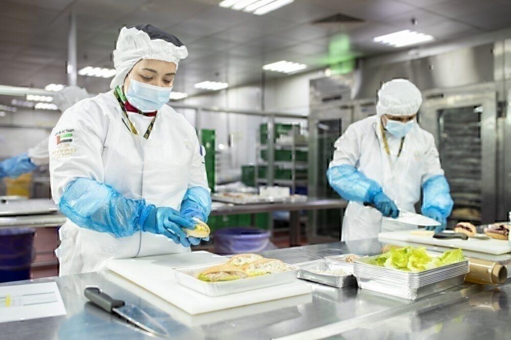 Etihad catering preparing corona meals