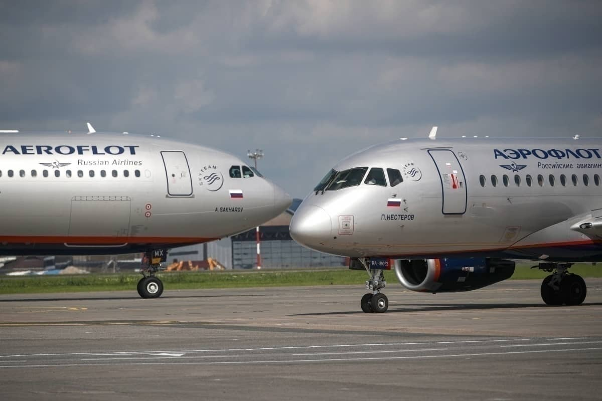 Airbus A330 and Sukhoi Superjet S100