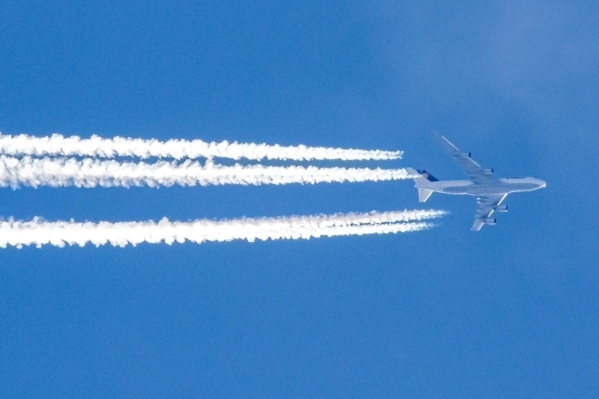 Lufthansa with emissions