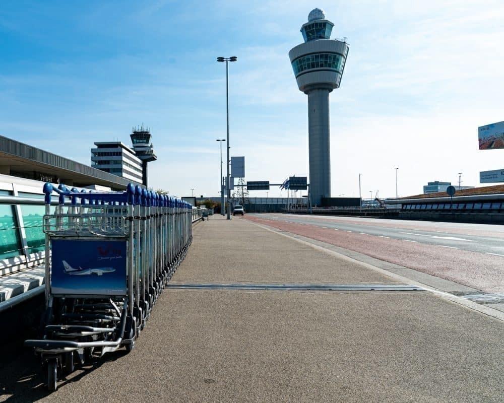 Empty Schiphol delays expansion plans