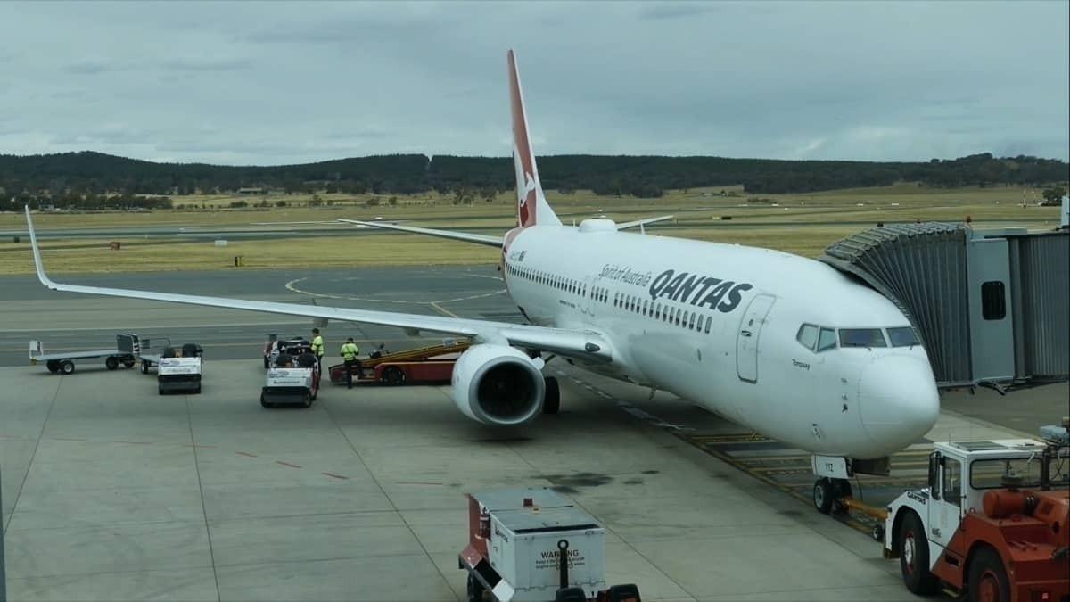 Flight Review: Qantas 737 Economy, Canberra to Adelaide