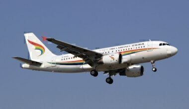 Tibet_Airlines_Airbus_A319-115_B-6425_(8702578240)