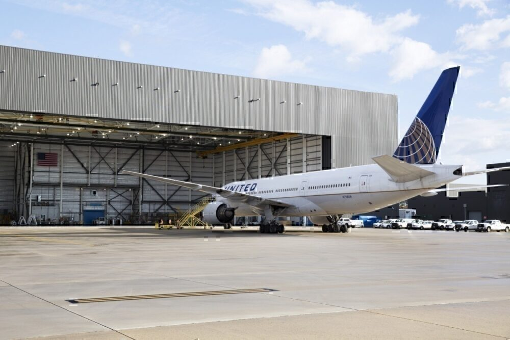 United Airlines, Boeing 777, Grounded