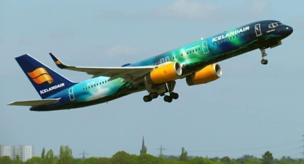Iceland Air 757