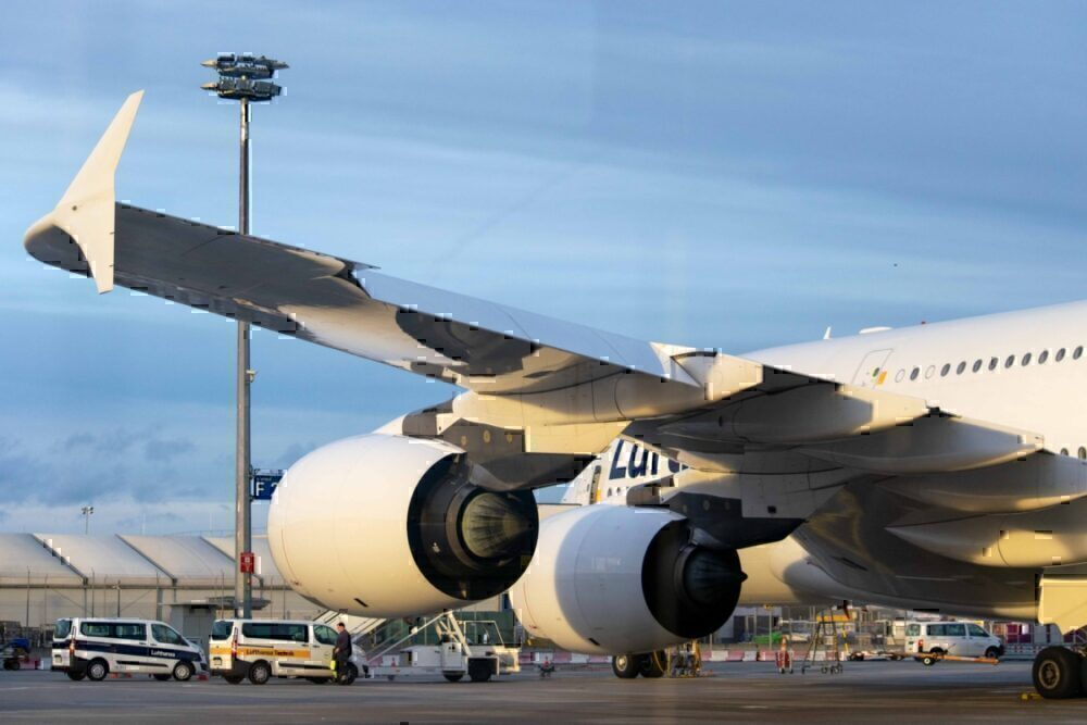 Lufthansa with sunlight on engines