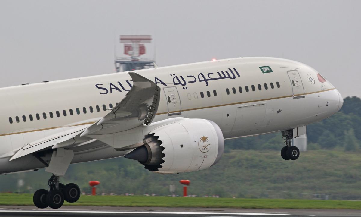 Saudia 787 taking off