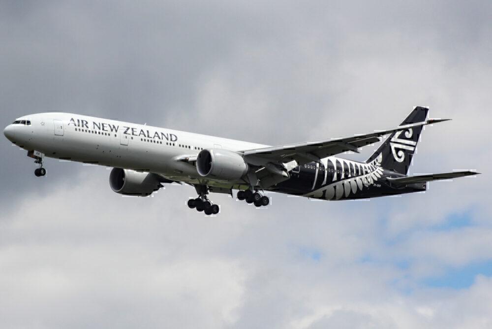 Air New Zealand 777 landing