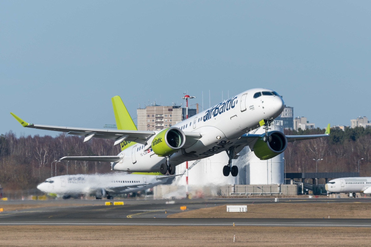airBaltic A220 taking off