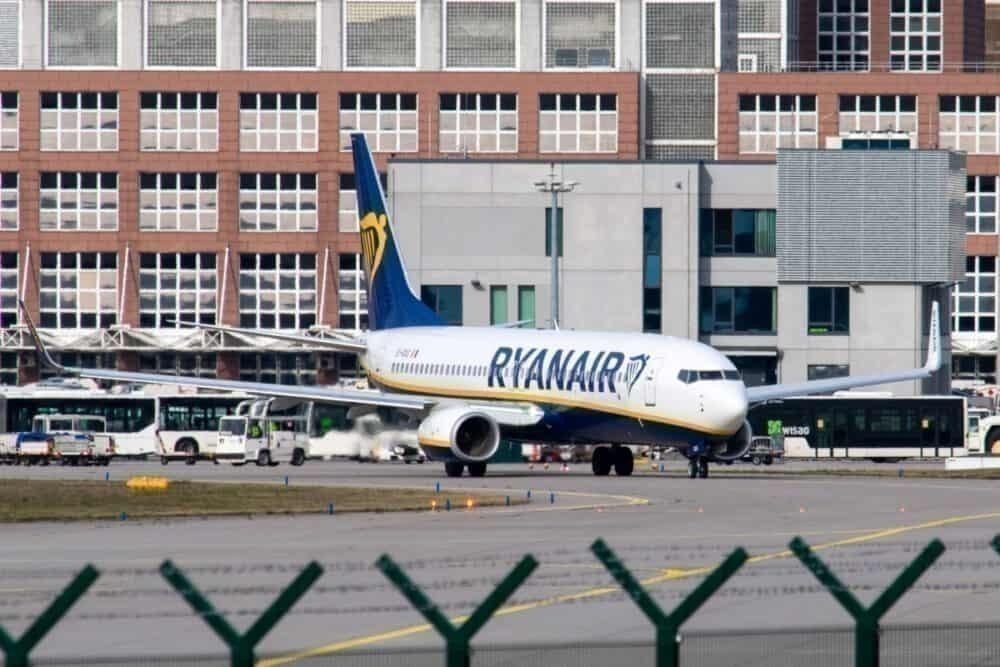 Ryanair behind fence taxi