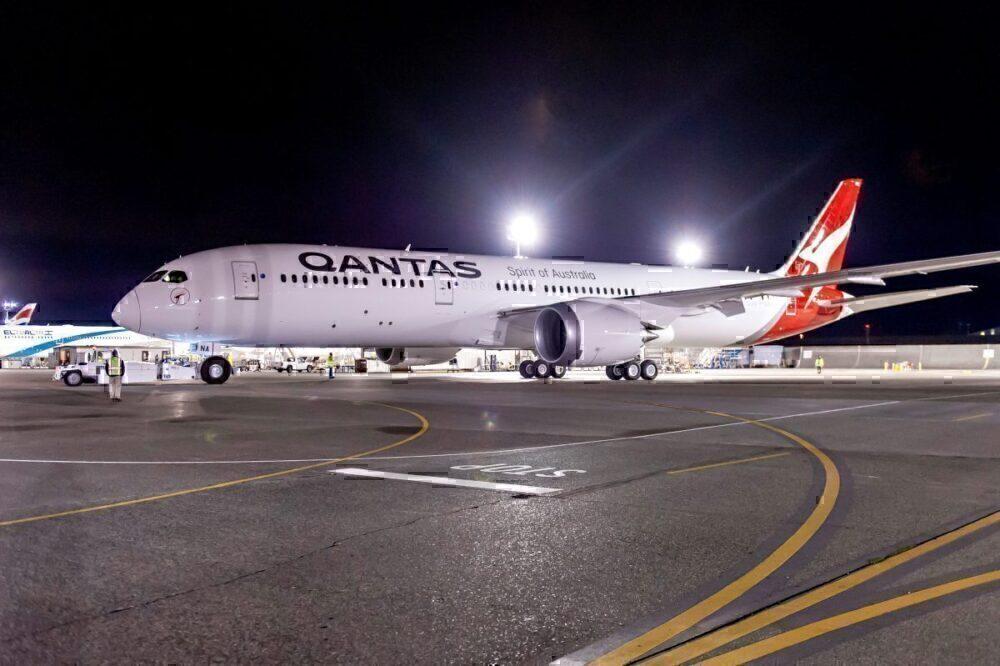 Qantas 787-9 at night