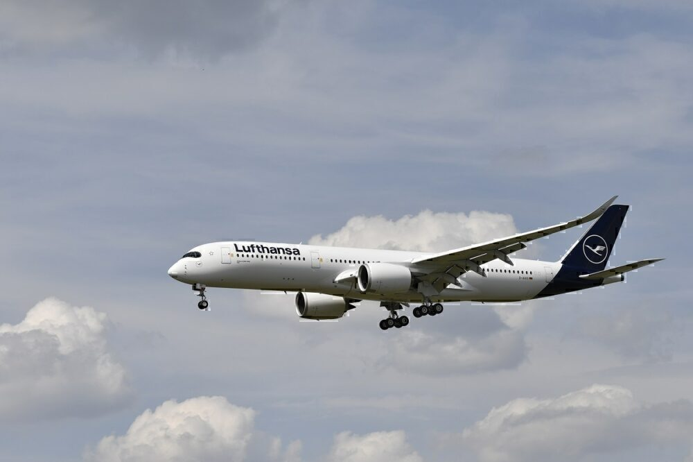 Lufthansa, June, 1800 Weekly flights
