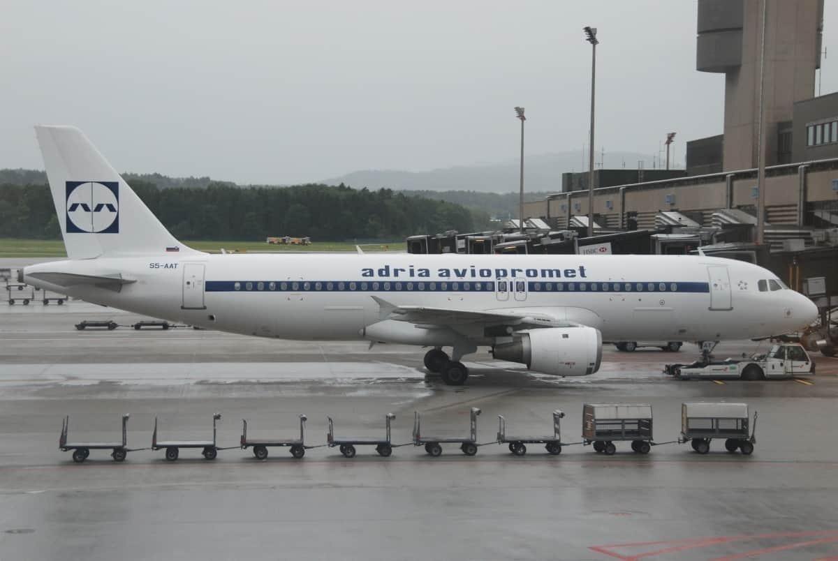 Adria_Airways_Airbus_A320-211;_S5-AAT@ZRH;17.07.2011_610ag_(6059010817)